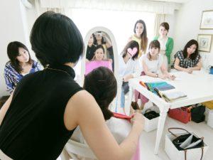 東京・青山のパーソナルカラーアナリスト養成講座、カラースクールならサロン・ド・ルミエール。