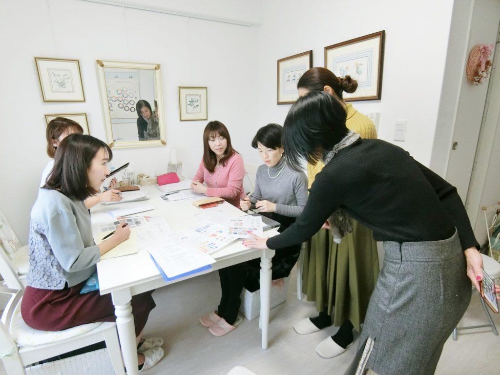 東京・青山のパーソナルカラースクール、骨格診断、メイクアップレッスンならパーソナルビューティーカラー研究所 サロン・ド・ルミエールへ