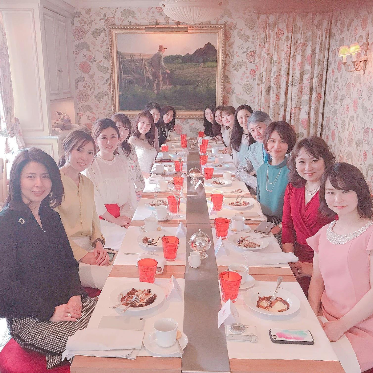 東京・青山のパーソナルカラーアナリスト養成講座ならパーソナルビューティーカラー研究所 サロン・ド・ルミエールへ