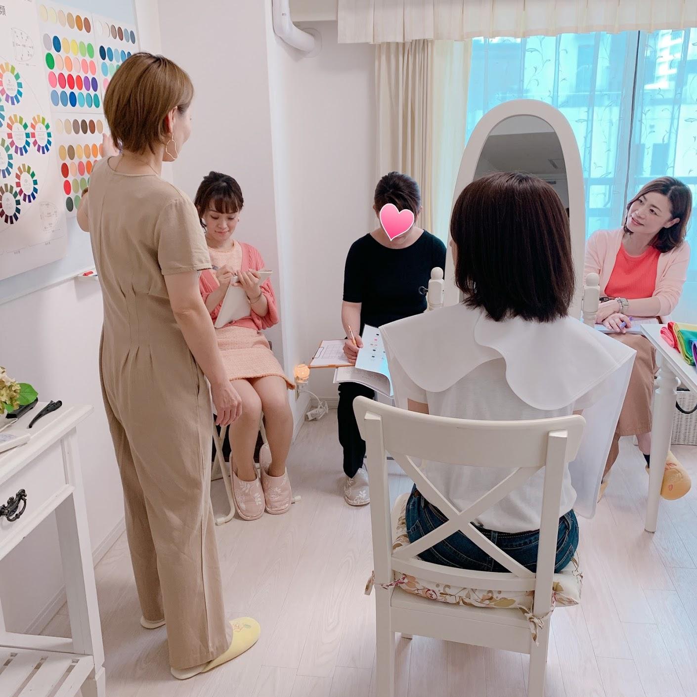 東京青山のパーソナルカラースクール、パーソナルカラーアナリスト養成講座ならサロン・ド・ルミエール