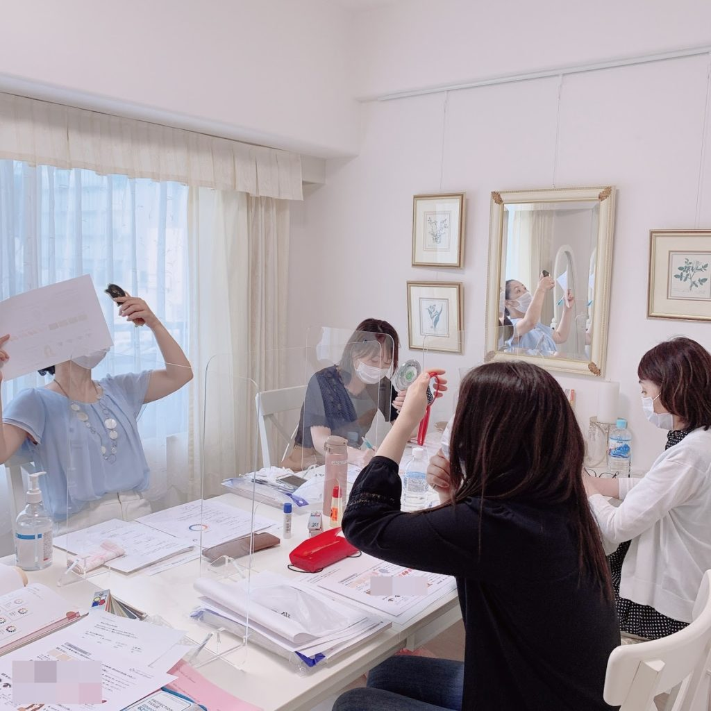 東京・青山のパーソナルカラーアナリスト養成講座なら専門性の高いサロン・ド・ルミエールへ