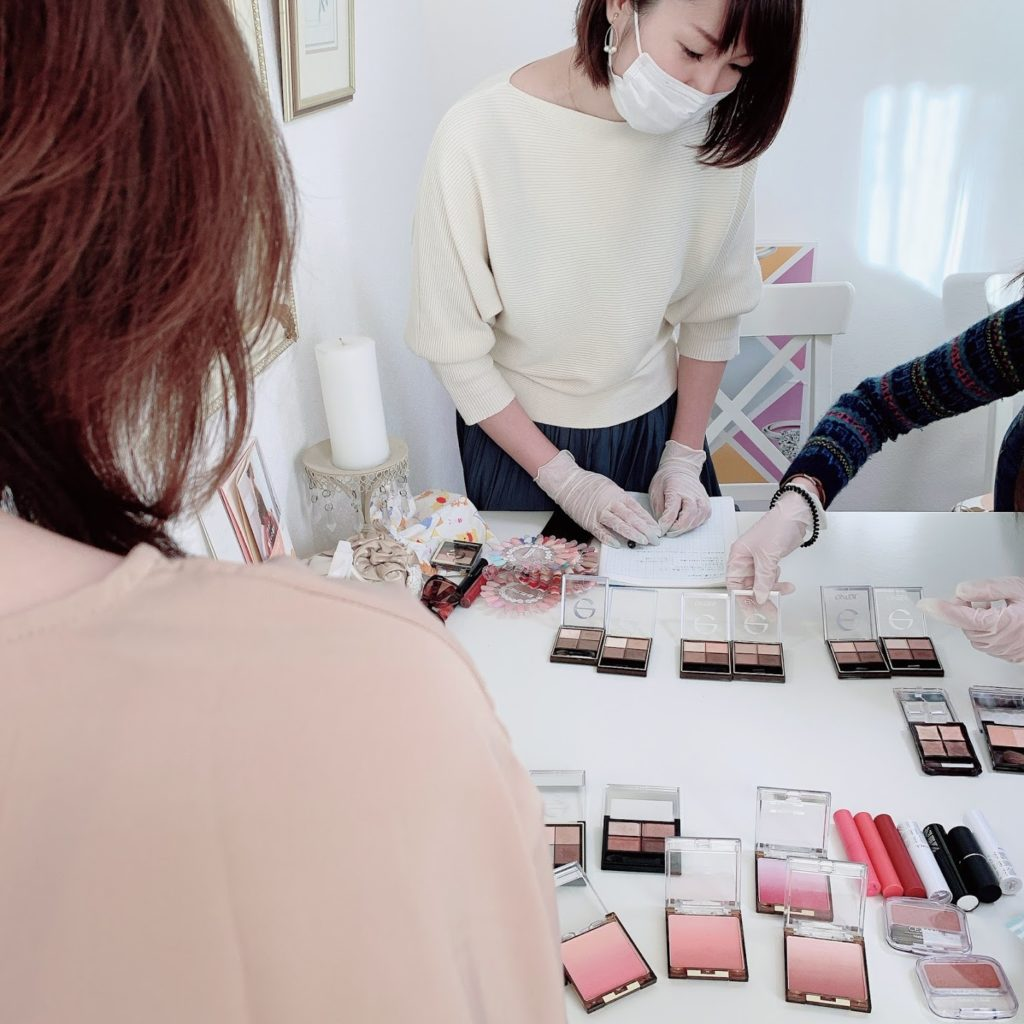 東京・青山のパーソナルカラーアナリスト養成講座 海保麻里子のサロン・ド・ルミエール授業風景