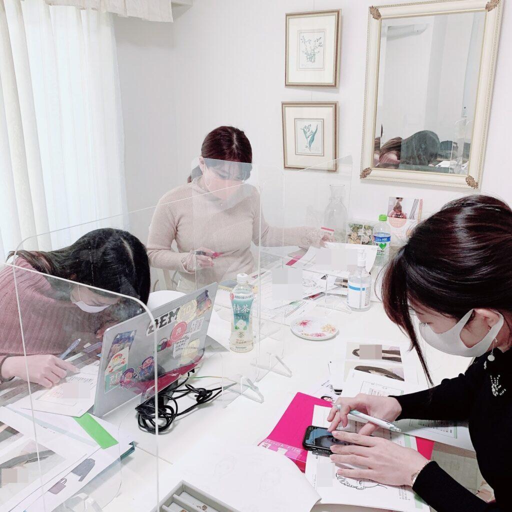 東京・青山のルミエール・アカデミー骨格診断、顔診断のビューティースタイルアナリスト養成講座授業風景