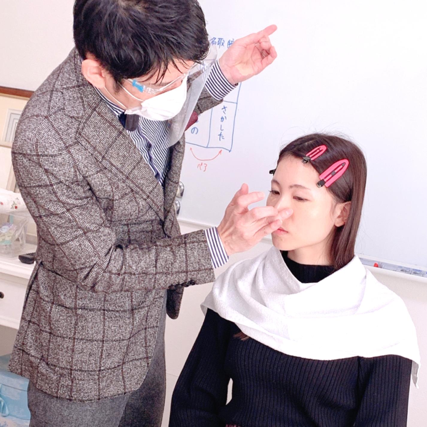 東京のメイクアップアドバイザー養成講座なら専門性の高いルミエール・アカデミーへ